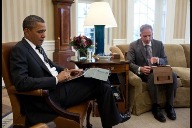 [Image: obama-ipad-briefing.jpeg]